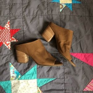 NWOB Lucky Brand Organza leather mules 10M Sesame